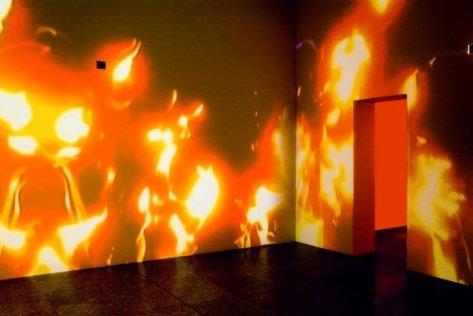 """Eugenio Ampudia (Espanha) """"Fogo Frio"""", videoinstalação, 2006"""